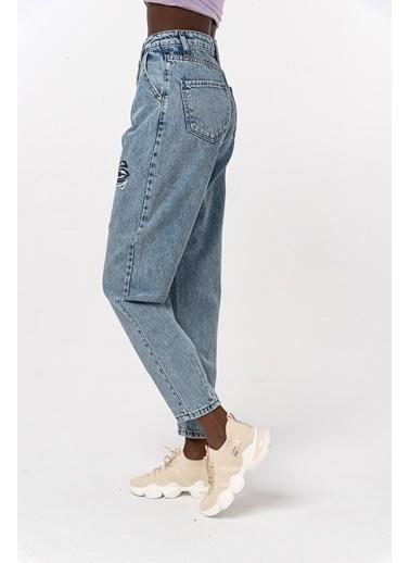 Coral Nakışlı Kot Pantolon Mavi Mavi